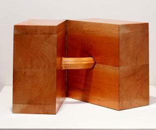 In love (after Brancusi), 2004-2007 / Madera y bisagra / 25 x 25 x 25 cm