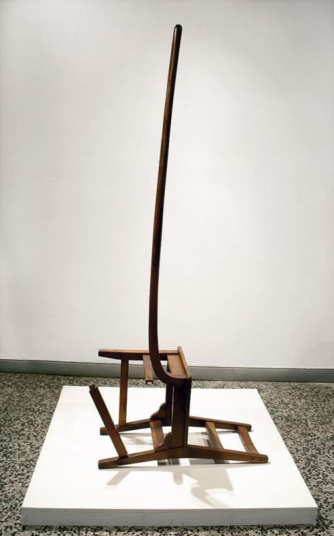 Erección, 2002-2008 / Madera / 210 x 105 x 52 cm